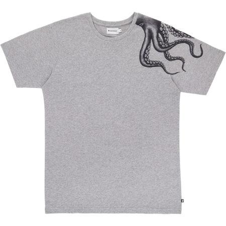 Tee shirt pour homme gris chiné avec un imprimé de pieuvre sur l'épaule. Fabriqué au Portugal
